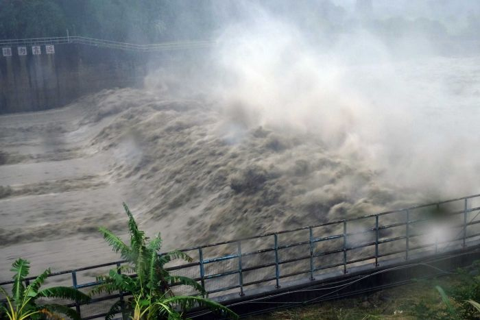 Taiwan shuts down as typhoon Megi strikes