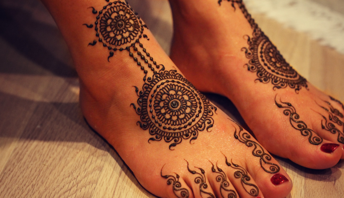 Mehndi Designs For Feet Simple : Popular karva chauth mehndi design for girls women