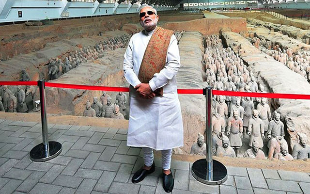 PM Narendra Modi - An Avid Traveller, Style Icon and Photographer - 7 Times when Modi defined Style