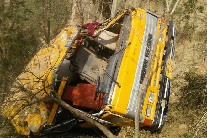 Himachal Pradesh: In a horrifying bus accident occurred in Mandi district Himachal Pradesh which 25 school children were injured on Friday. The bus was skidded off the road and fell into the 25-meter deep gorge, said police.
